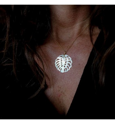 Monstera, mother of pearl, Necklace