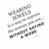 «porter des bijoux est un moyen d'exprimer la femme que vous êtes ... sans dire un mot...» . . . . . #quoteoftheday #jewelryquotes #jewelryaddict #dictondujour #creatricedebijoux