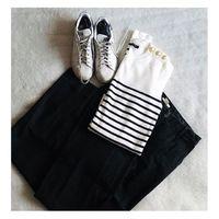 Les basiques, mes indispensables, jeans + marinière + baskets le combo parfait ❤️ Et vous ? Vous avez des basiques indispensables ? ⠀⠀ #sathynebijoux #mariniere #basicfashion #fashioncrush