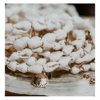 Rendez-vous le 5 février... Les premières nouveautés arrivent sur la boutique en ligne. . De l'or, du blanc, des coquillages  Ces bracelets de coquillages que vous avez tellement aimé l'année dernière sont de retour avec des détails en plus 😉 . . . . . #sathynebijoux #creationfrancaise #madeinfrance #coquillages #sanddollar #shelljewelry #bijouxcoquillages #atelierdebijoux #creatricedebijoux #braceletcoquillage