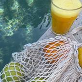 Dimanche, quoi de prévu ?aujourd'hui, par ici ça sera rangement, ménage et piscine, j'aimerais terminer mon livre également !  J'en profite pour te montrer mon kit indispensable du week-end le sac filet que je trimbale partout et le paréo qui me sert d'étole quand il fait frais le soir et de jupe la journée. L'huile solaire est toujours avec moi, piscine, plage et déjeuner en terrasse !!!  Bon dimanche !  .  .  .  .  .  .  .  #sathyne #summerkit #sacfilet #pareo #huilesolaire #leslandes