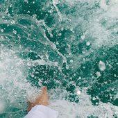 Bonjour Dimanche   Dernier jour avant la reprise demain...  J'adore la couleur de l'eau de cette photo, à défaut de voyages je m'inspire avec les photos de @viancasoleil   Bon dimanche 💋  . . . . . . . . #sathyne #sathynebijoux #inspiration #mood #leslandes #creatricefrancaise