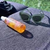 Le soleil est de retour !!! Parfait pour mon huile solaire fétiche, vous pouvez la retrouver sur l'eshop!  Au moins avec l'huile solaire 50 vous êtes protégé et vous ne ressemblez pas à un bonhomme de neige ⛄️   .  .  .  .  #sathyne #summerison #laviealaplage #létéestlà #leslandes #vacancesdété