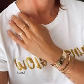 Quelques touches de gold pour cette journée ensoleillée.  La boutique en ligne est ouverte, vos colis seront expédiés à mon retour de vacances à partir du 15 août.  Vous pouvez passer votre commande depuis votre transat.  .  .  .  #sathyne #sathynebijoux #bijouxcreateur #bijouxpierres #poupeeashanti #braceletsoftheday #creatricefrancaise #marquefrancaise