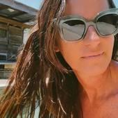 Avec le retour du soleil, protéger ses cheveux est indispensable pour ne pas avoir un sac de noeuds ou avoir un paillasson sur la tête !!!  Le sérum magique, son odeur est dingue!  Voici mon produit fétiche que vous pouvez retrouver sur la boutique dans la catégorie «Lifestyle « Ma fille l'utilise également avant chaque lissage.  C'est un produit #madeinfrance #vegan et #bio alors soutenons les #marquefrancaise   .  .  .  .  #sathynelifestyle #serumcheveux #marquefrancaise #produitbeautebio #produitbeautevegan